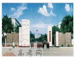 广西科技大学学费多少
